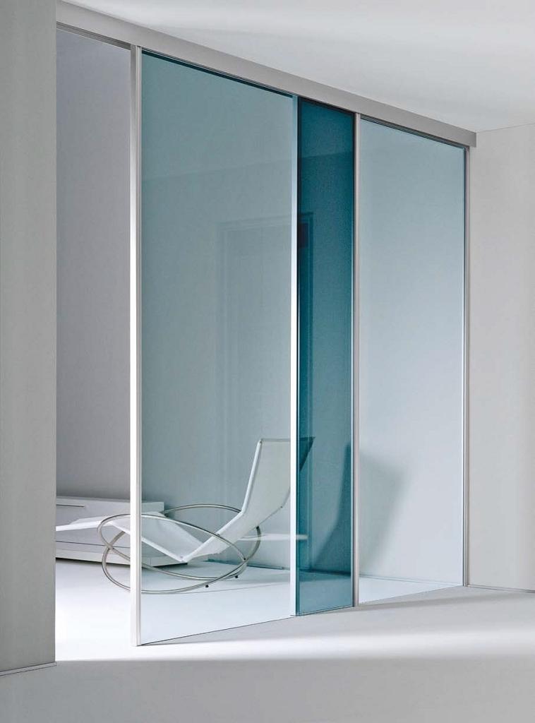 Porta in vetro trasparente scorrevole esterno muro | Serramenti Tomasini